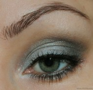 Eye makeup in greyed jade {via nihrida.com}